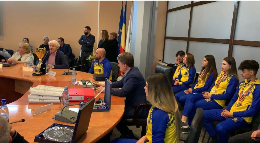Primarul George Scripcaru a anunţat că Petrica Stancu va coordona activitatea sportivă de la Corona iar Marius Fetti va conduce secţia de handbal a clubului