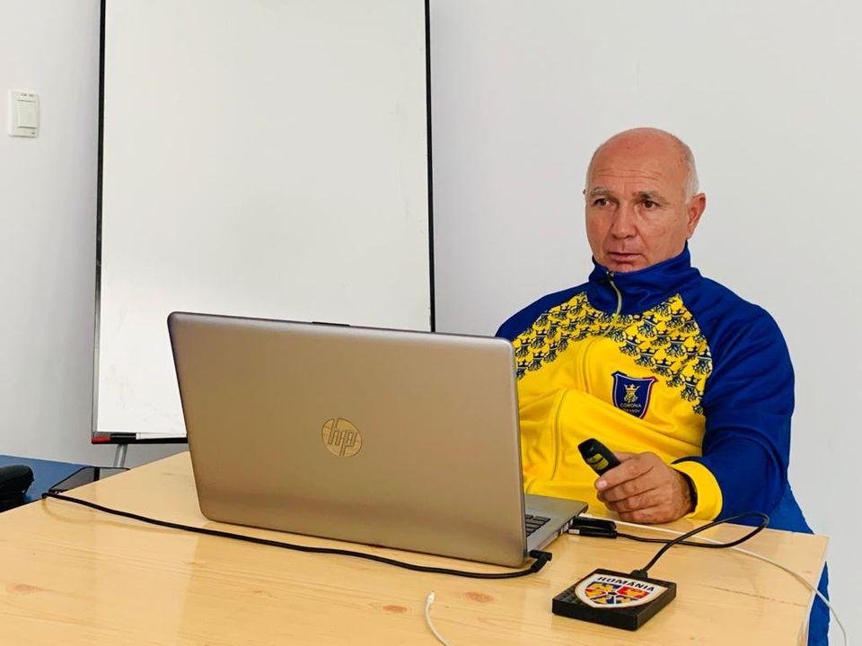 Adrian Szabo, antrenorul coordonator al secției de fotbal de la Corona, a predat la cursurile pentru Licența PRO
