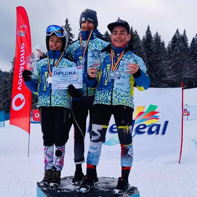 Patru medalii de aur, una de argint şi patru de bronz pentru schiorii de la Corona la Campionatul Naţional U14 şi U16